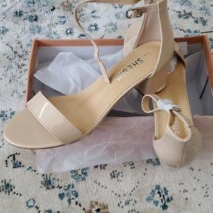 Chunky heel sandal